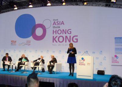 Maitre-de-ceremonie-symposium-pour-le-Hong-Kong-Trade-Development