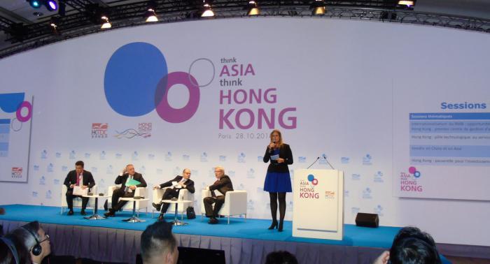 Maitre de ceremonie symposium pour le Hong-Kong Trade Development